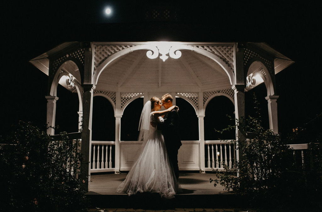 Dlaczego warto zdecydować się na mini sesje plenerową w dniu ślubu?