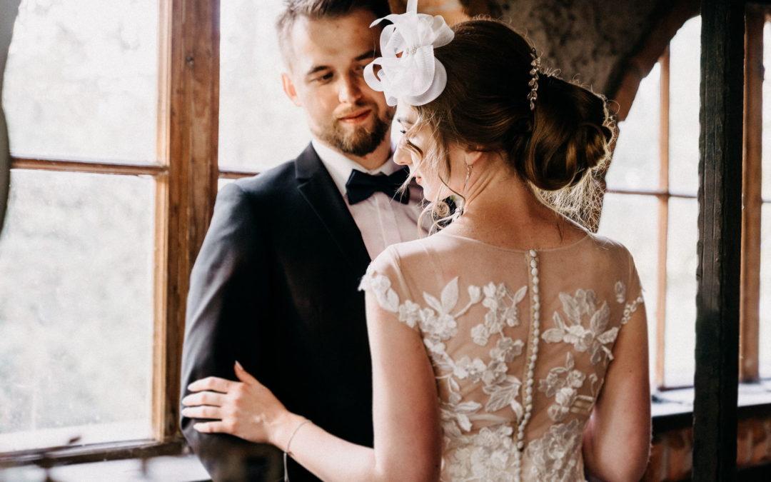 Ślub kościelny, cywilny, a może humanitarny? Różnice, formalności i dokumenty