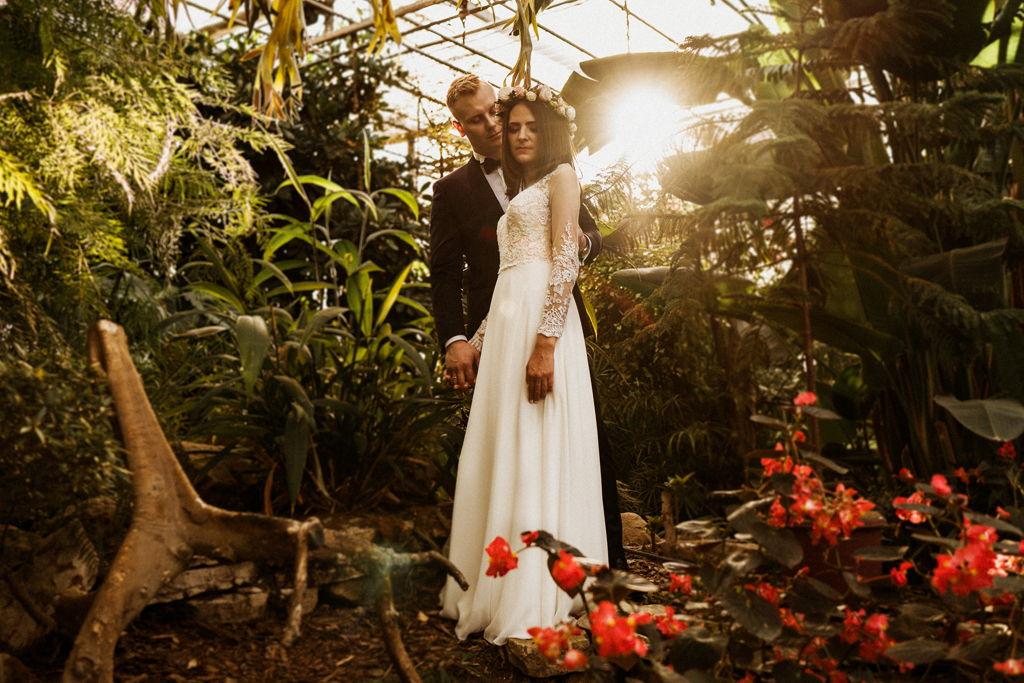 Plenerowa sesja ślubna w Ogrodzie Botanicznym Powsin